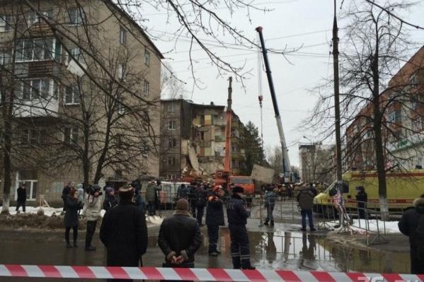 После взрыва дома о сохранности припаркованных машин заботиться было некогда