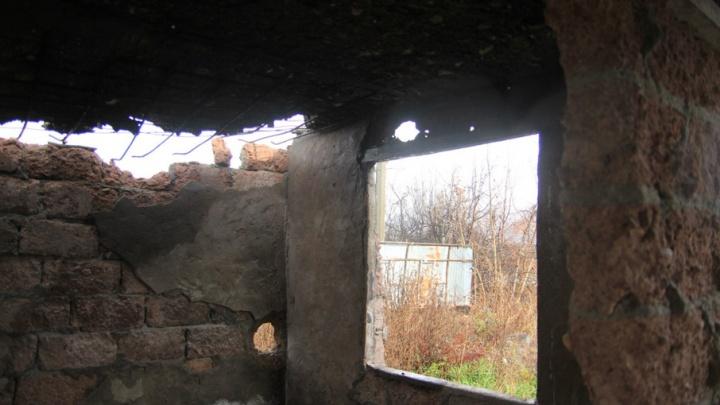В Прикамье рухнувшая стена сарая завалила двух рабочих