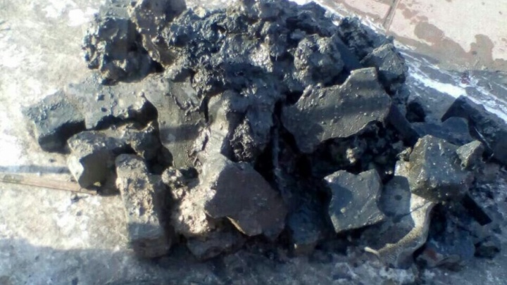 Спустили в канализацию полкуба брусчатки: офисное здание в центре Тюмени на четыре дня осталось без воды