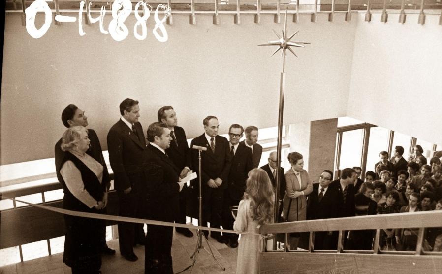 Открытие театра.На фото можно разглядеть Бориса Ельцина.
