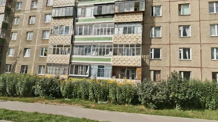 «Похоже, выпал из окна»: на северо-западе Челябинска насмерть разбился мужчина
