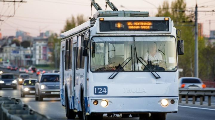 Сегодня троллейбусы будут ездить до часу ночи