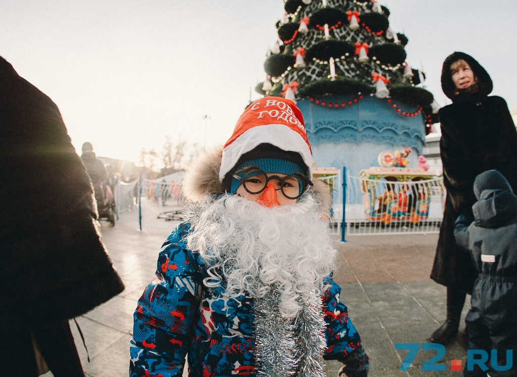Спрашивать, верит ли он в Деда Мороза, не стали. Просто поздравили с наступающим. И вас поздравляем!