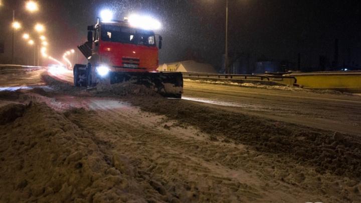 Убирать Самару от снега ночью выйдут почти 200 единиц спецтехники и столько же рабочих