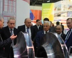 Виктор Басаргин оценил экспозицию инженерно-промышленного форума