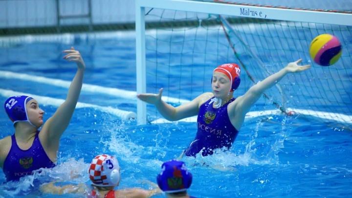 Кубок губернатора по водному поло в Челябинске стартовал с победы россиянок