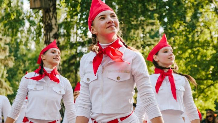 Горячие чирлидерши, индийские танцы и новая пионерия: в Самаре отметили День молодёжи