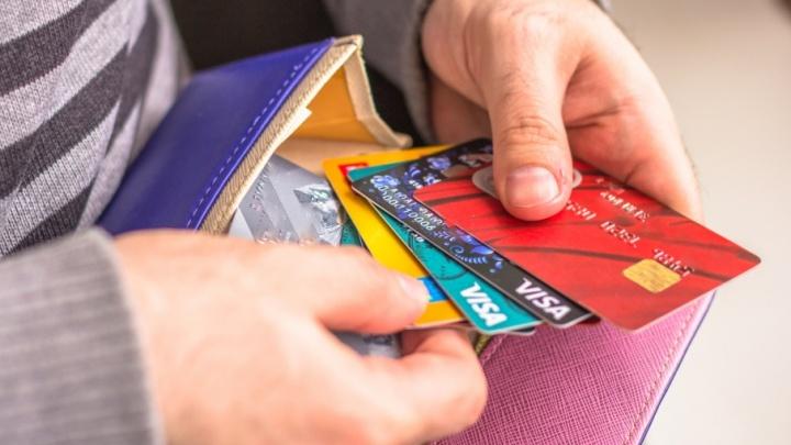 Самарский таксист уговорил подростка снять деньги с забытой в машине банковской карты