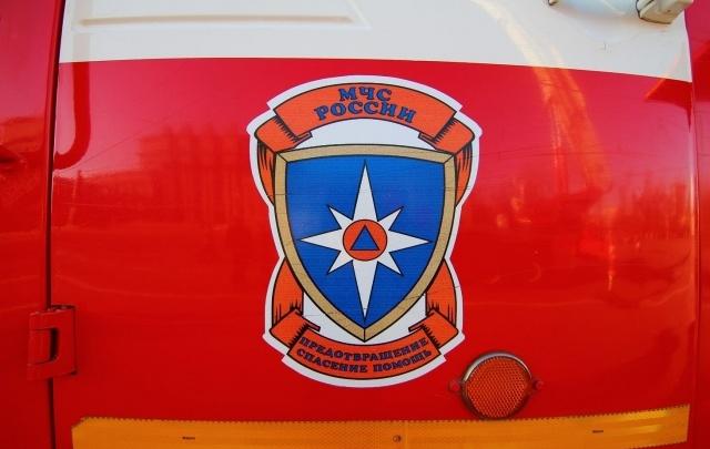 Под Самарой в поселке Озерном пожар в сараях тушили 16 огнеборцев