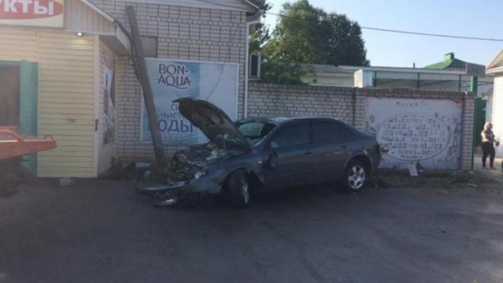 В Михайловке лихач на Audi врезался в магазин, есть пострадавшие