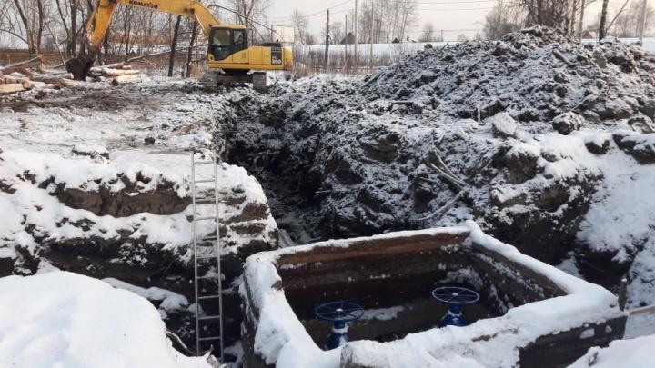 В Архангельске работники «Водоканала» занялись поиском места утечки на кольцевом водопроводе