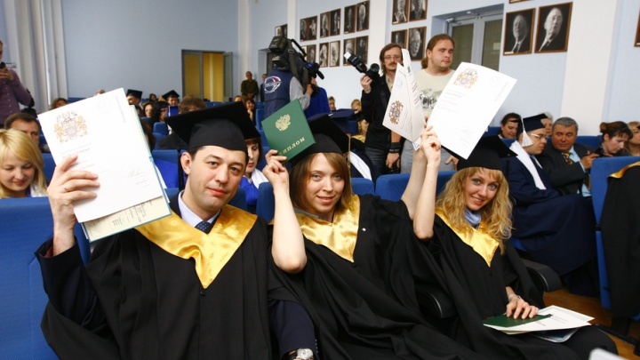 Толстой предложил сделать платное высшее образование для отличников вдвое дешевле