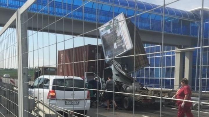 «Газель» с пивом протаранила МАЗ на трассе Ростов — Таганрог: есть жертвы