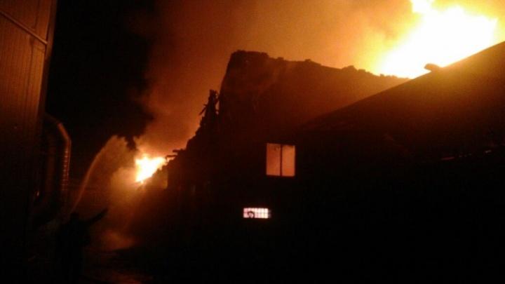 В Таганроге сгорела постройка рядом с гостиницей «Вишневый сад»