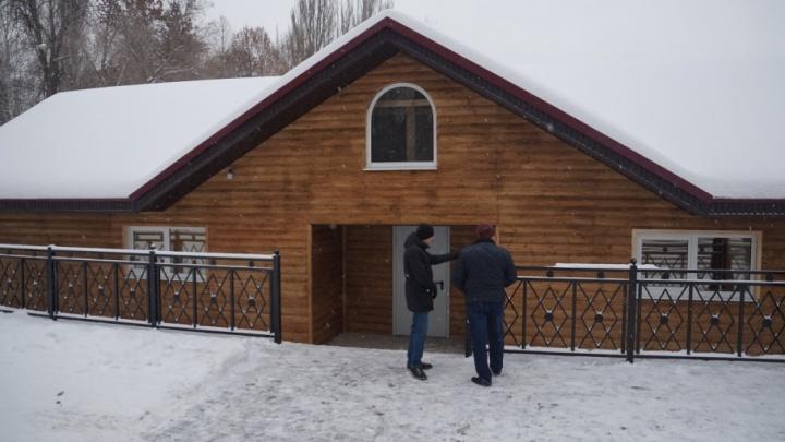 Кухня и отопление: в декабре лебедей из парка Металлургов переселят в новый домик