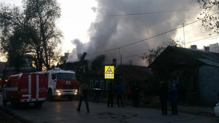 Пожар повышенной сложности: в Самаре загорелись два жилых дома на улице Буянова