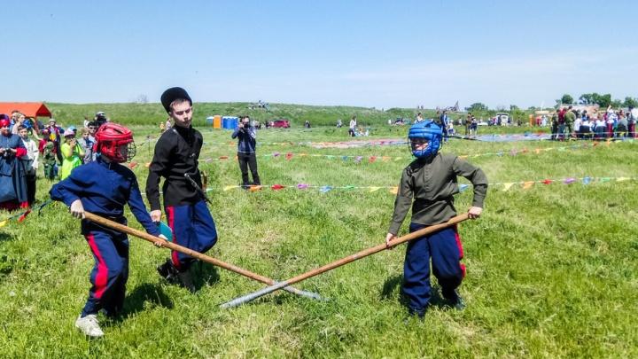 Бои на шашках, «посажение» на коня и джигитовка: под Ростовом начались Шермиции
