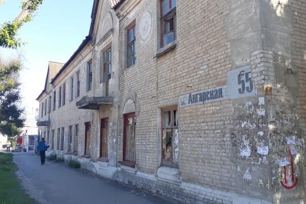 Одним из первых под снос пойдет дом на улице Ангарской