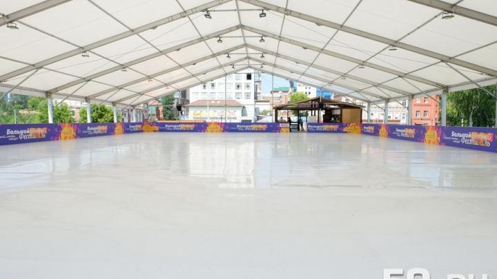 Как это работает: в центре Перми открылся каток с искусственным льдом