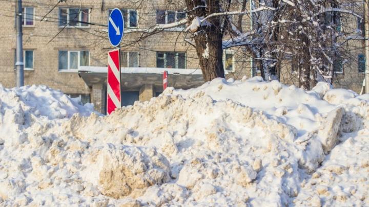 Неожиданный весенний рекорд: высота сугробов в Самарской области превышает норму на 300%
