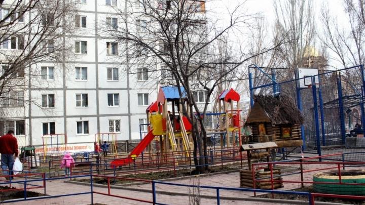 В Самаре прокуратура заставила чиновников выплатить долги за окраску ограждений