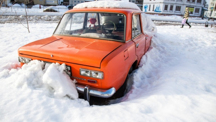 В Архангельской области могут вернуть штрафы за парковку на газонах