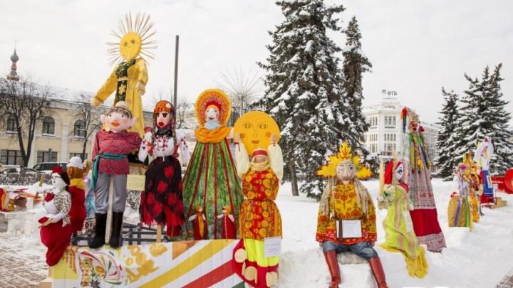 Борщевик и Чемпионушка: в центре Ярославля выставили масленичных кукол