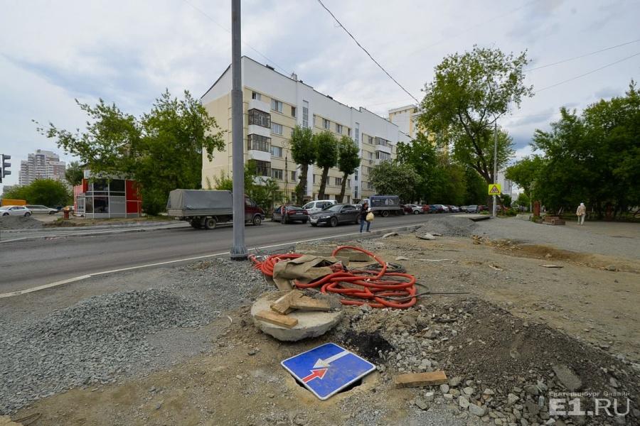 Дома в конструктивистском стиле здесь редкость, но всё-таки представители этого стиля на Татищева есть.