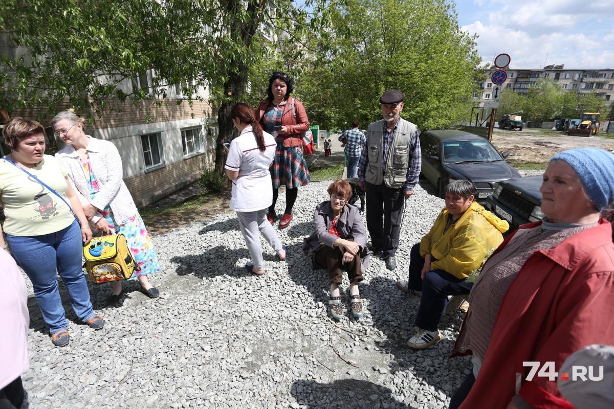 Жители готовы постоянно выходить на акции, чтобы отстоять свой двор от стройки