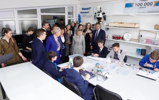 Министр образования и науки РФ посетила Техноцентр ТюмГУ
