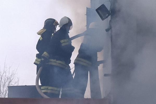 Справиться с огнем пожарным удалось только через час