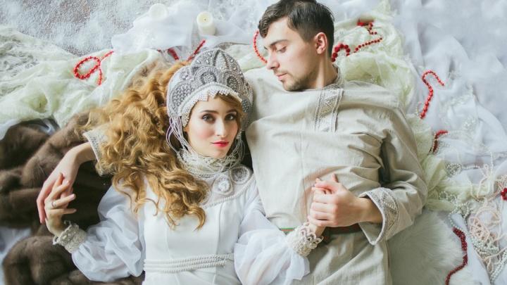 Свадебный бум в Ярославле: невеста в кокошнике, жених из Колумбии и Робин Гуд