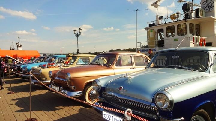 Трофейный «Мерседес» и хромированная «Волга»: фоторепортаж с выставки ретроавтомобилей