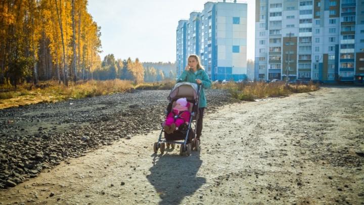 «У нас всё по плану»: после жалоб мэрия сделает на улице Хариса Юсупова временный тротуар