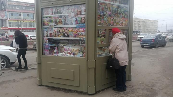 Продавцы новых газетных киосков в Волгограде замерзают от холода