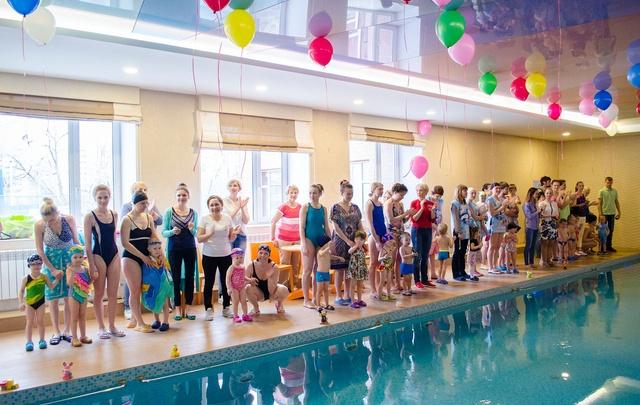 В Челябинске определили, кто из грудничков плавает лучше