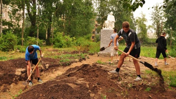 Вакансия на лето: 90 подростков получили работу в школах Архангельска