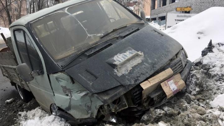 Отвлекся от дороги: водитель «Газели» протаранил ВАЗ-2115 на улице Мориса Тореза