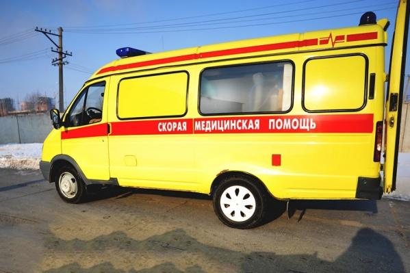 С места аварии пожилую женщину увезли на скорой в больницу