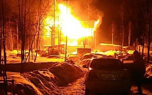 Сгорели все вещи: пермяки собирают помощь для семьи погорельцев с шестью детьми