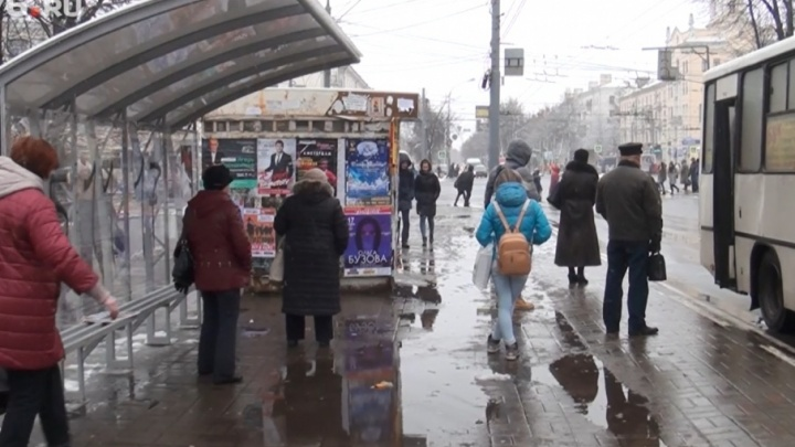Забиться в угол и дрожать: можно ли согреться на ярославских остановках