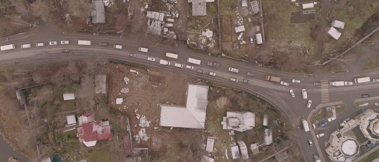 Перекрёсток с Оборонной улицей сейчас. На нём появится «вафельница».
