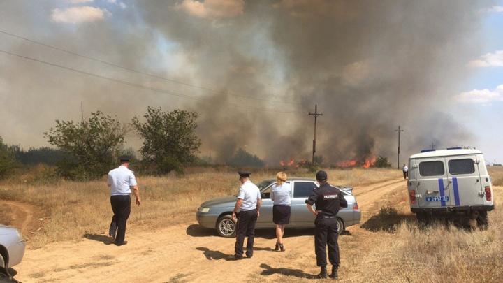 Под Волгоградом крупный пожар угрожает Светлому Яру