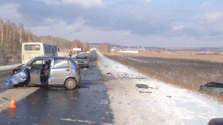 Малолитражка выбила Ford с трассы в Челябинской области