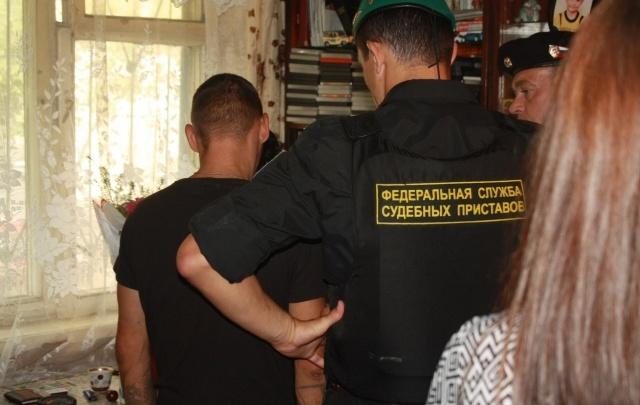 В Ярославле муж с женой делили диван через суд