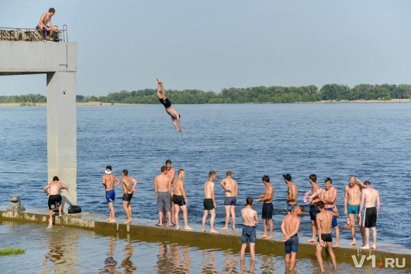 Пляжем в Волгограде при желании может стать любой участок берега Волги