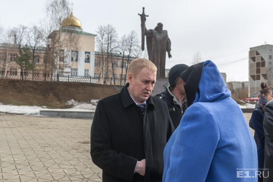 На митинг пришёл и депутат Госдумы Андрей Альшевских.