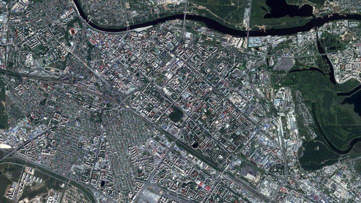 Тюменский аквапарк, набережная и стадион попали в объектив французского космического спутника