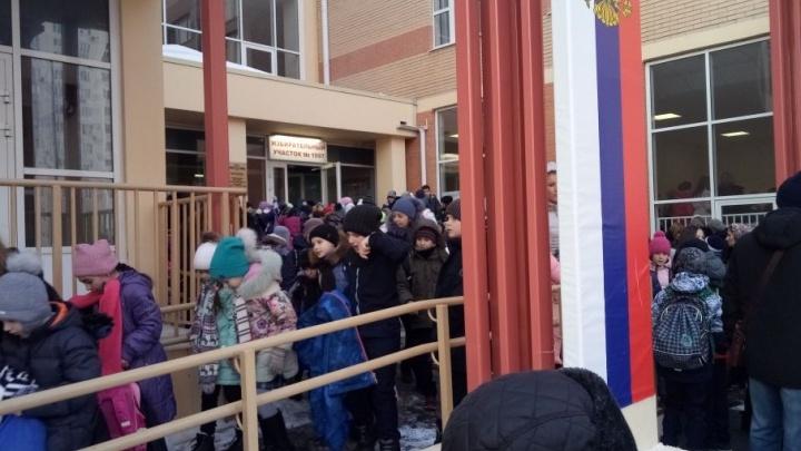 Официально: из-за сообщения о минировании закрыли все школы и лицеи Ростова