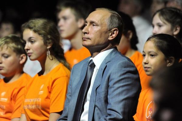 Владимир Путин с воспитанниками образовательного центра «Сириус»